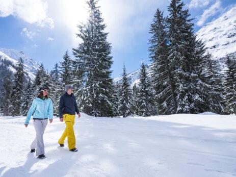Winterwandern_Klosters_2019_Schnee_Mann_Frau_Gruppe_Winter_(C)Erwin Keller_ (24)